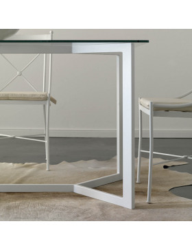 Mesa y sillas modelo Vitoria